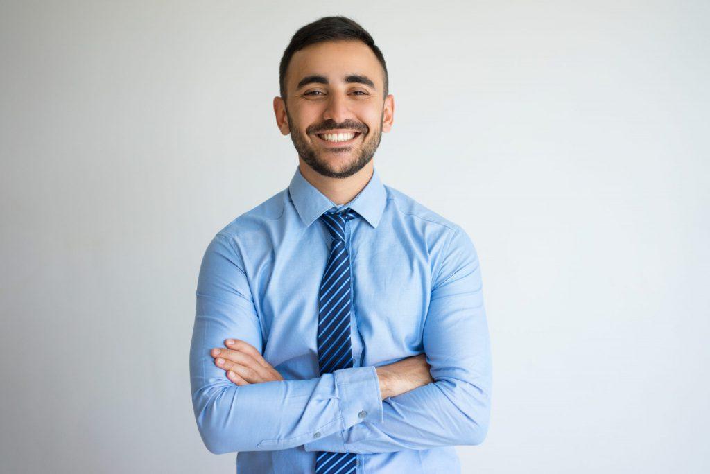 Hulp bij auto kopen jonge man